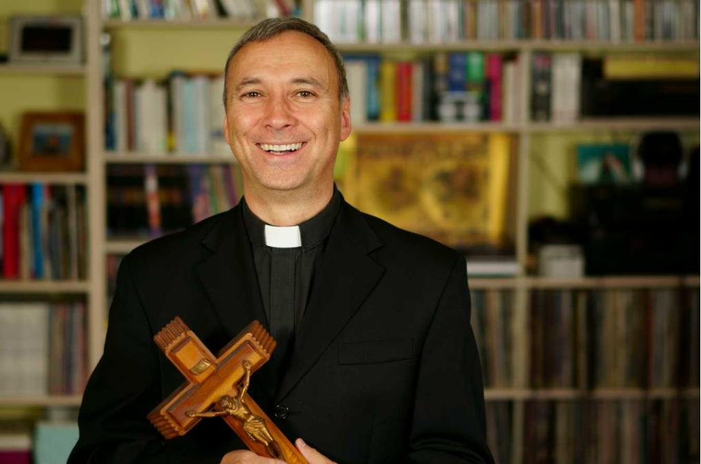 Church Bulletin Quotes Blog - Preacher Holding Cross Image